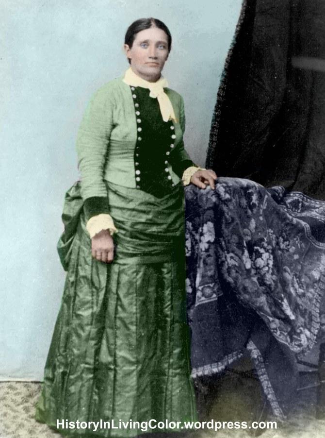 Photographer Unknown - date unknown - très rare photo de Calamity Jane en robe.