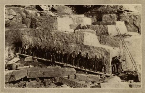 """Les blocs de granit de """"Beattie"""" - Connecticut - vers 1890 source:  histoire du Connecticut - site officiel de la ville de Brandford"""