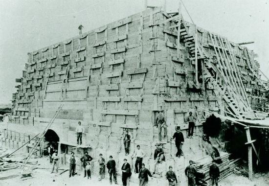 La construction du piédestal - 1885 : Source: nps.gov