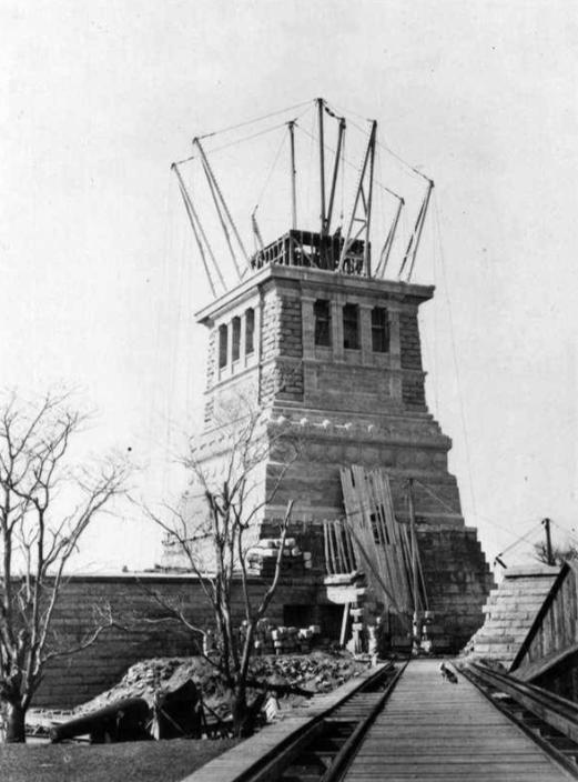 Montage de la statue de la Liberté- 1886 - Source: merveilles-du-monde.com