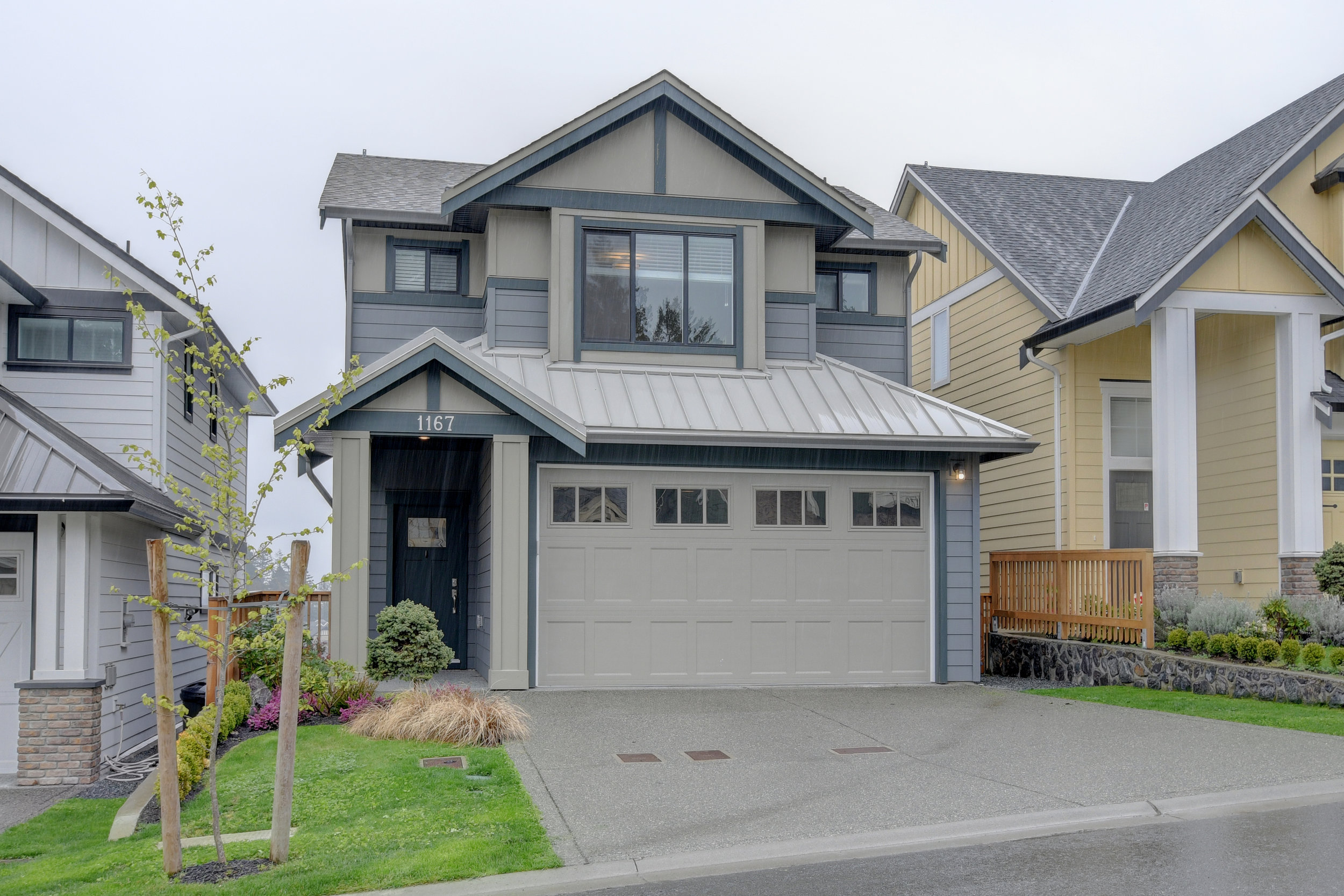 1167 BOMBARDIER CRESCENT - Central location, like new family home with the perfect layout!