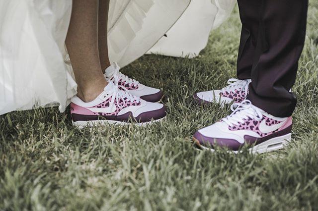 Hoe leuk zijn de schoenen van dit geweldige bruidspaar 😍⠀⠀⠀⠀⠀⠀⠀⠀⠀ ⠀⠀⠀⠀⠀⠀⠀⠀⠀⠀⠀⠀⠀⠀⠀⠀⠀⠀ S&T 💕 ⠀⠀⠀⠀⠀⠀⠀⠀⠀ ⠀⠀⠀⠀⠀⠀⠀⠀⠀⠀⠀⠀⠀⠀⠀⠀⠀⠀ #wedding #weddingphotography #trouwfotografie #trouwfotograaf #weddingshoot #bride #groom #dutchwedding #fotograaf #beautifulwedding #proposal #verloofd #wijgaantrouwen #prinsnagtegaal #wijgaantrouwen #trouwen #bruid #bruidegom #verloofde #bruiloft #bruidsfotograaf #verlovingsshoot #isaidyes #bridetobe