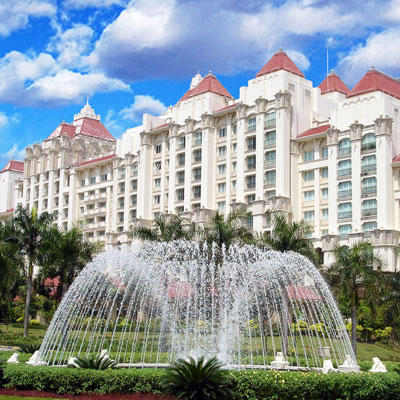 "MARRIOTT PUTRAJAYA HOTEL    Selangor, Malaysia   Themed as ""The Grand Palace"", the Marriott Putrajaya Hotel & Commercial Center stands majestically over soothing water features and lush tropical gardens. Spread over 12 acres of golf course front land, the Center is comprised of 500 hotel rooms and suites, and a 1,200-seat conference center."