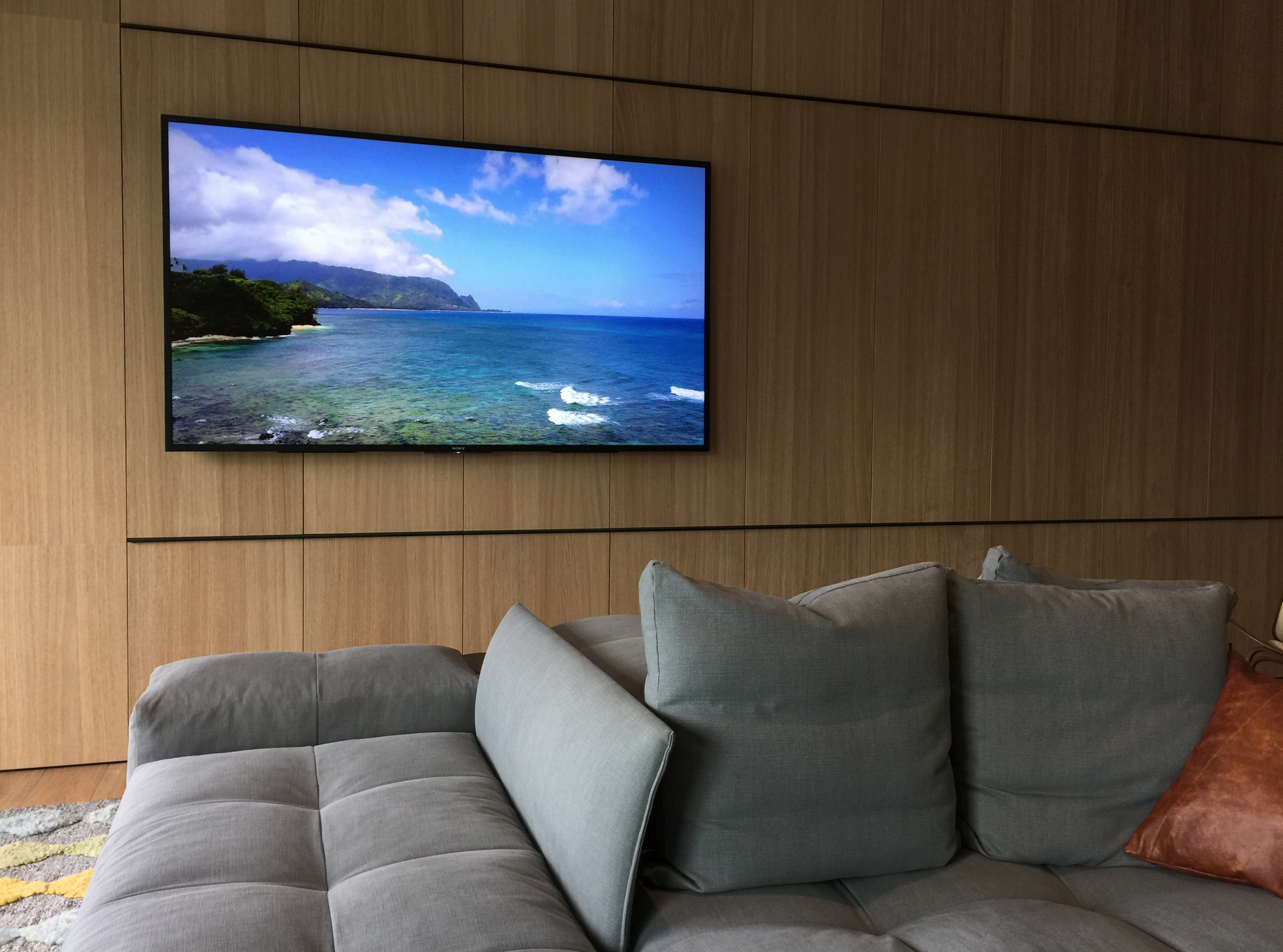 "CONSERVATORI Edition ""Kauai Napali"" in Contemporary Commercial Interior"