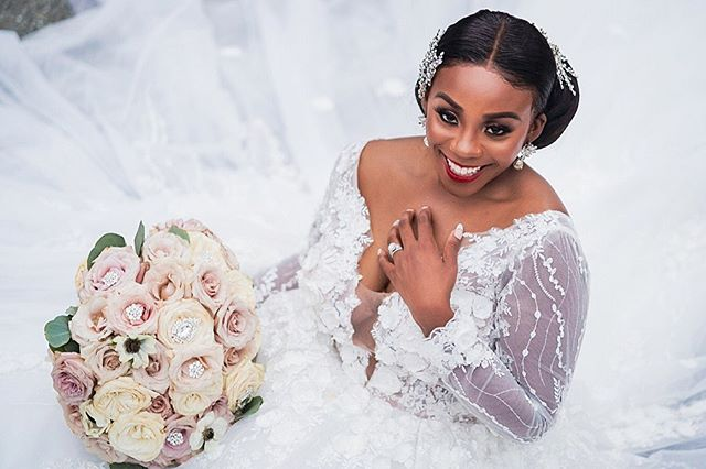 The gorgeous @vivian_duru 👸🏽. We pray for more brides like you 🙏🏾 #odinavi2018 . . . Photos : @zoomworx Wedding coordination : @masterplanevents  Hair : @dolledbynueye  Mua : @shandyy_mua  Planner : @vividexperience  Video: @urcstudio  Floral & Decor : @dacceni_occasions  Floor: @phemstar_event_productions  Lighting: @thelightsourcecompany  @chopsbyrera  @odacreative . . . . . . #zoomworx #bridetobe2020 #weddingseason #bridetobe2019 #dmvweddings #dmvphotographer #dmvweddingphotographer #dcweddingphotographer #njweddingphotographer #paweddingphotographer #destinationwedding #nyweddingphotographer #2020wedding #bellanaijaweddings #africanwedding