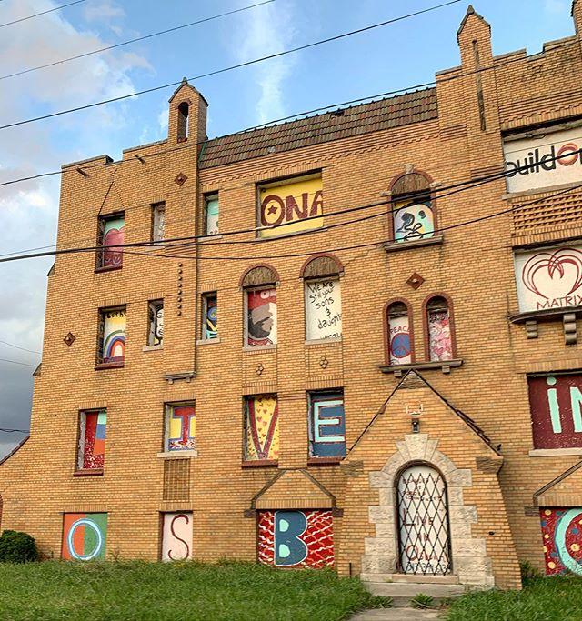 Beauty in the broken #detroitrevival #detroit #detroitbuildings #architecture #detroitgraffiti