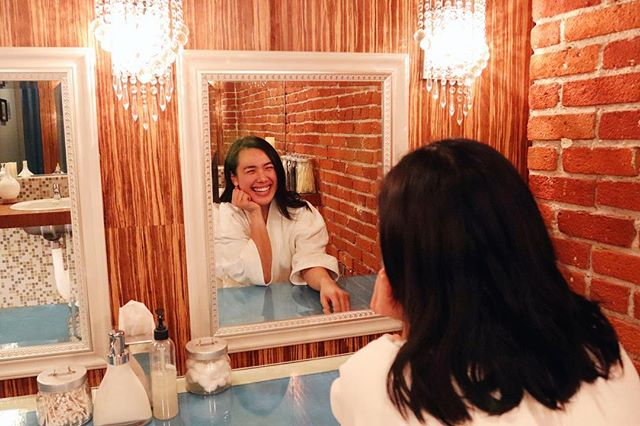 "Note 📝 to self: there's nothing that can't be cured by a good facial 🧖🏻‍♀️and time with the besties 💕 @dtoxdayspa. . So this #SundaySpaDay grab your gal pals 👯 and get your pampering on at Dtox use code ""Camly"" for  a discount 🤑. . . I got a custom #facial 💆🏻‍♀️ from Jannette, and my face felt softer the entire weekend. Needless to say I will be back 🥰. . . #spaday #lablogger #selfcare"
