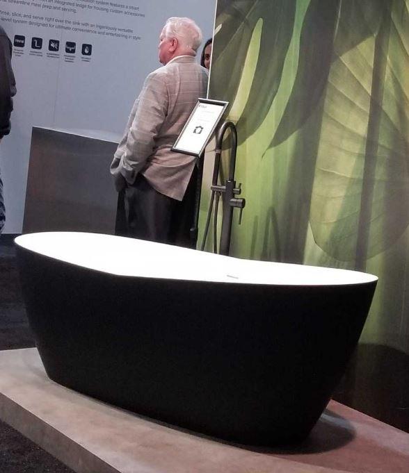 blackbathtub.JPG