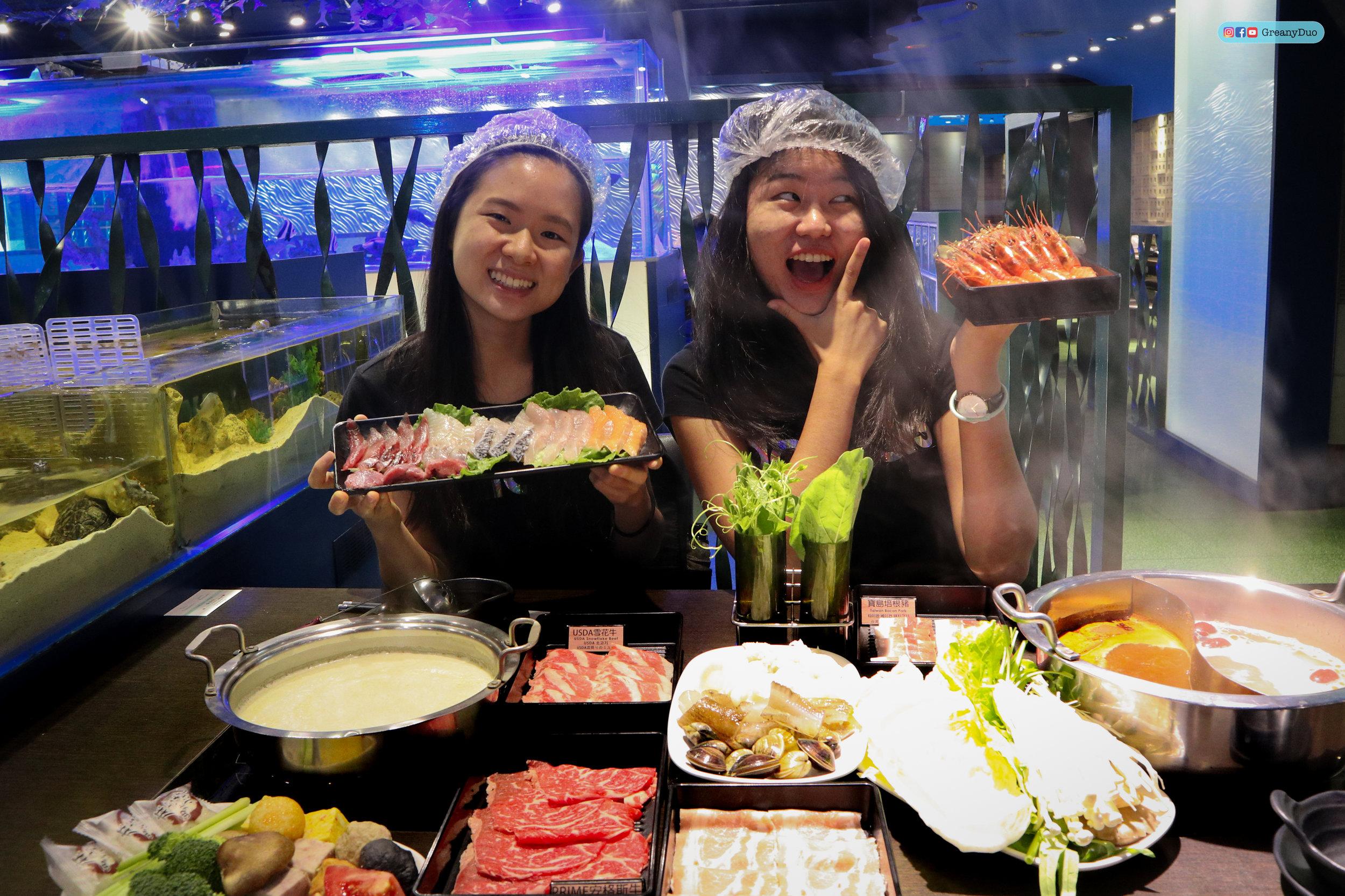 jenny & tina dining at บุฟเฟ่ต์ชาบูไต้หวันที่ Hakkai Shabu Shabu ซีเหมินติง