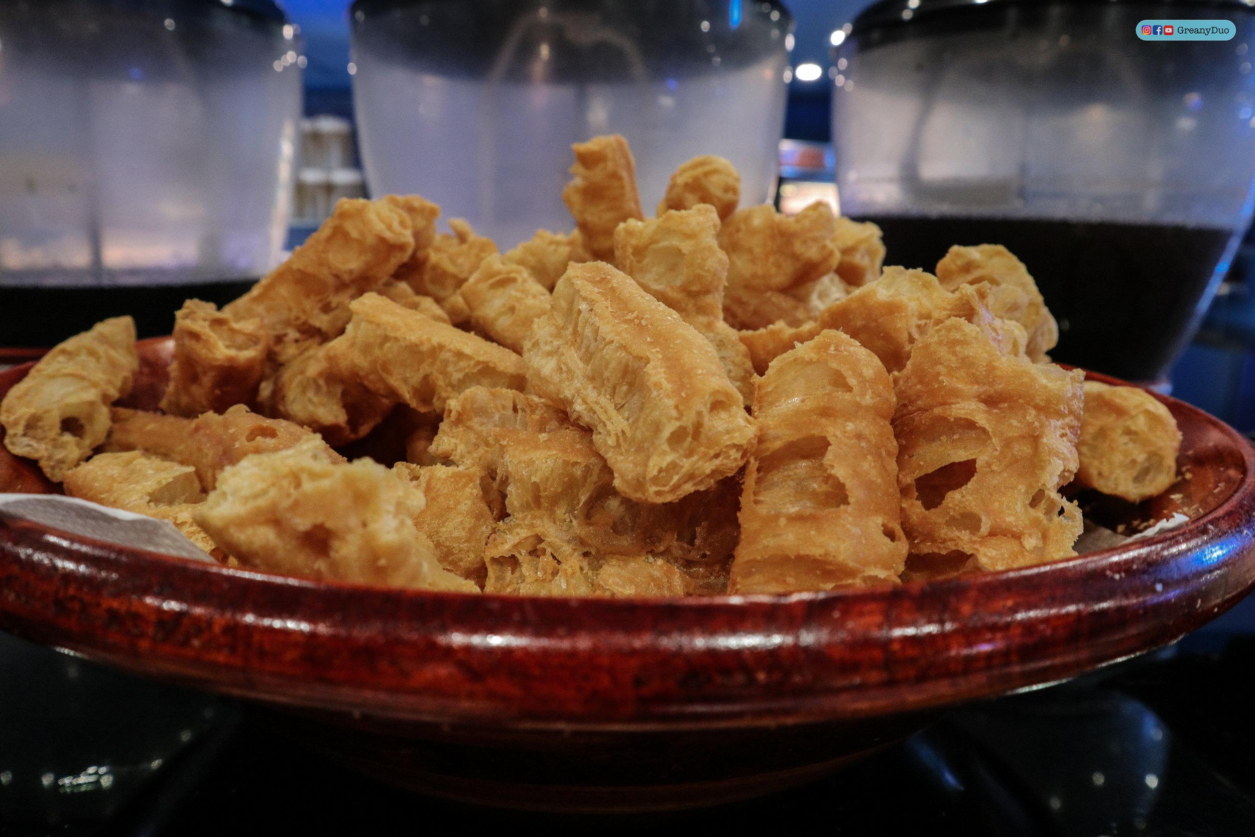 deep fried dough stick at บุฟเฟ่ต์ชาบูไต้หวันที่ Hakkai Shabu Shabu ซีเหมินติง