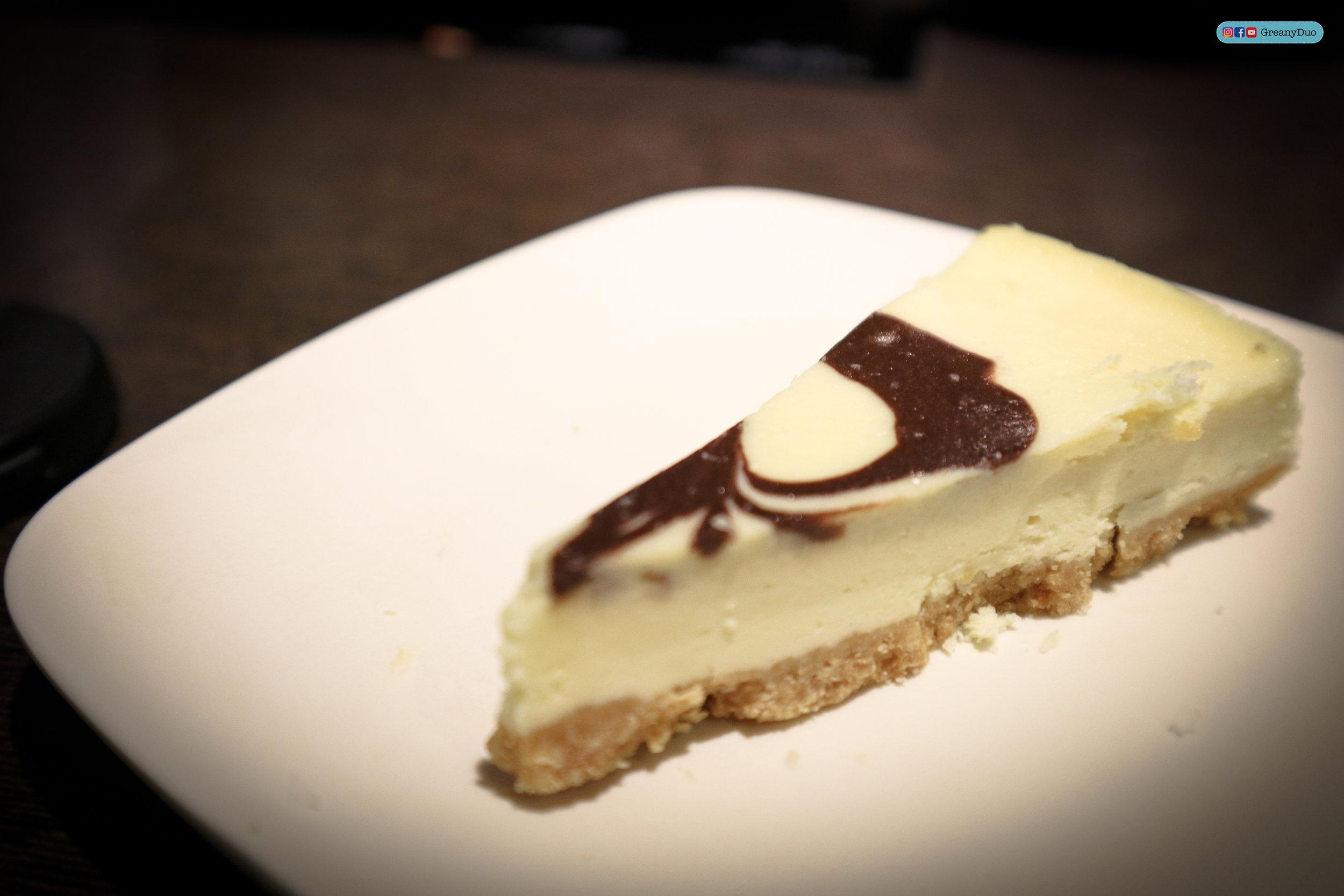 chocolate cheesecake at บุฟเฟ่ต์ชาบูไต้หวันที่ Hakkai Shabu Shabu ซีเหมินติง