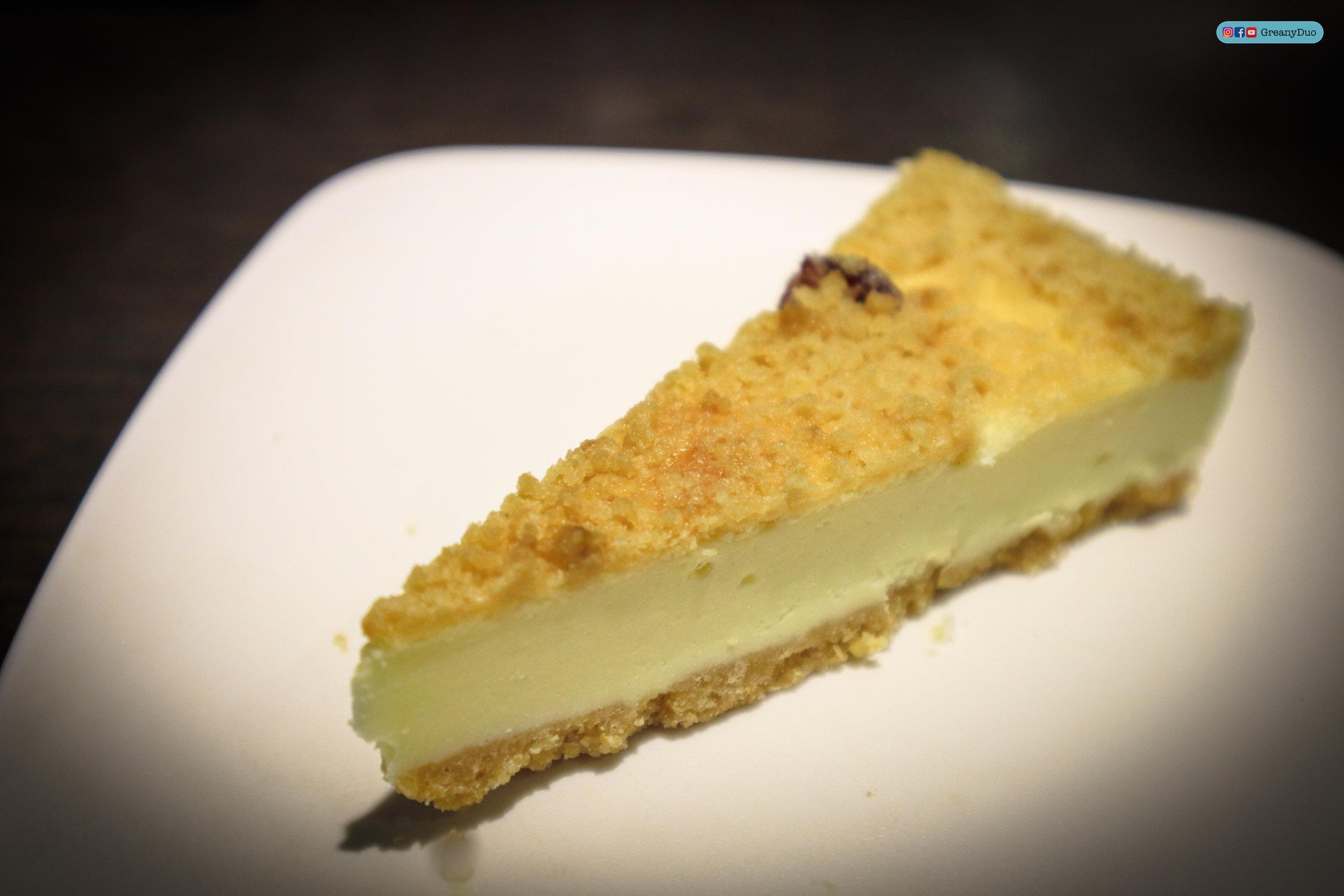 crumble cheesecake at บุฟเฟ่ต์ชาบูไต้หวันที่ Hakkai Shabu Shabu ซีเหมินติง