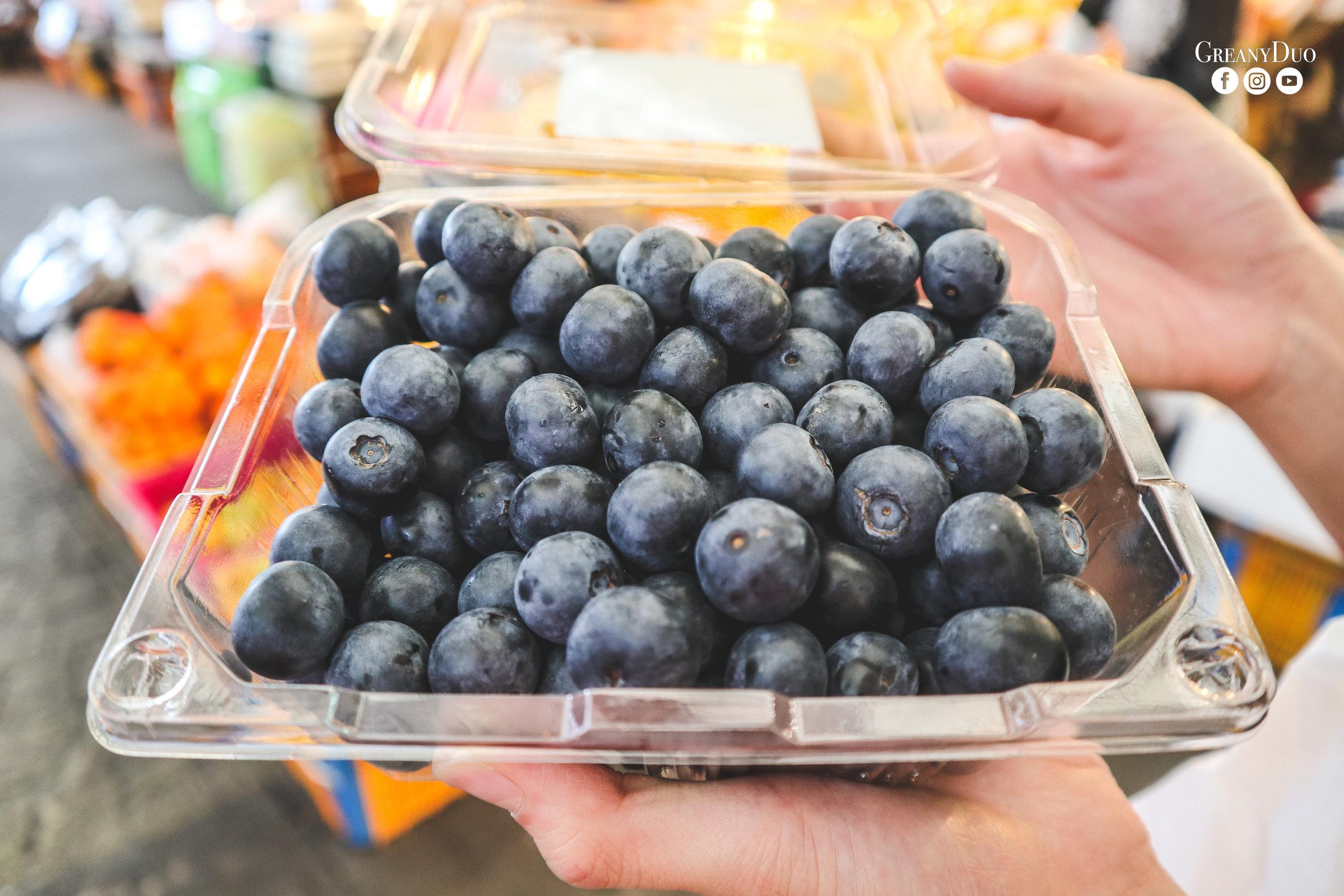 blueberry, dongmun market, jeju