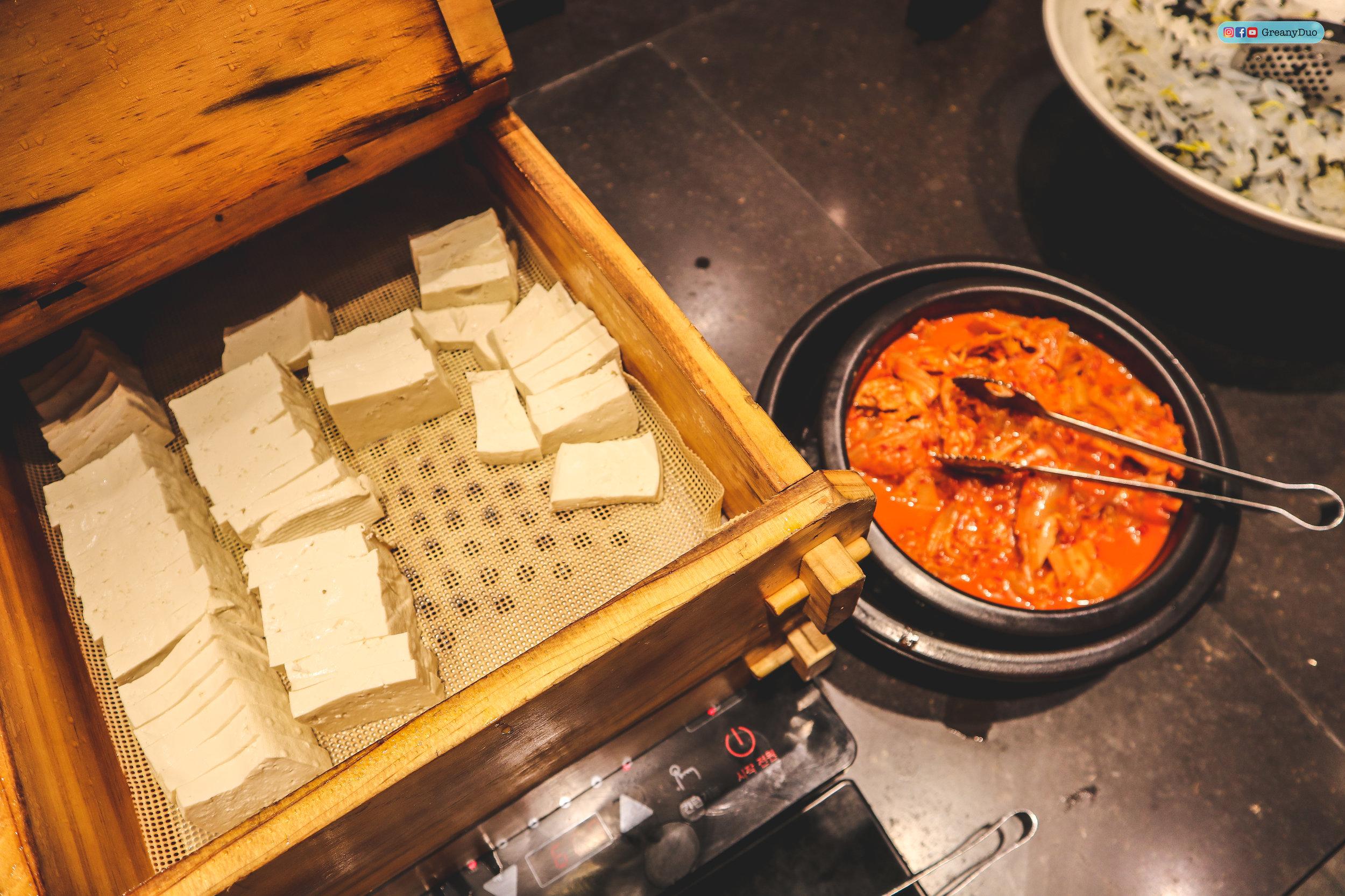 korean sidedishes at nature kitchen buffet, seoul korea