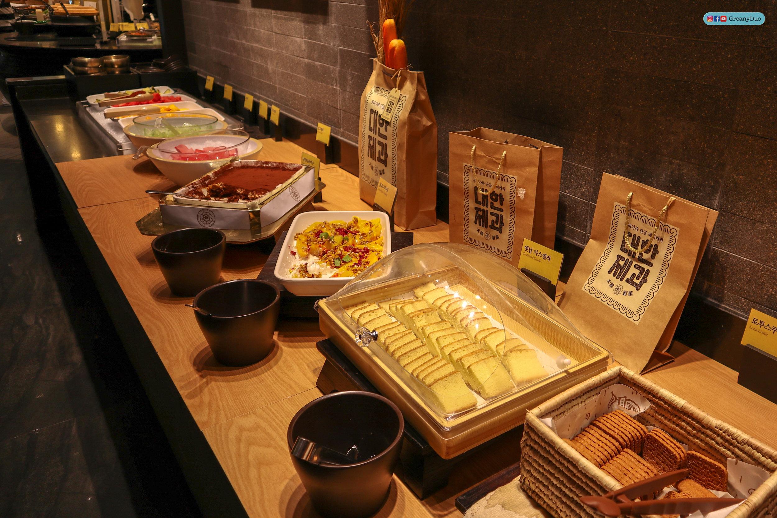 dessert bar, nature kitchen buffet, seoul korea