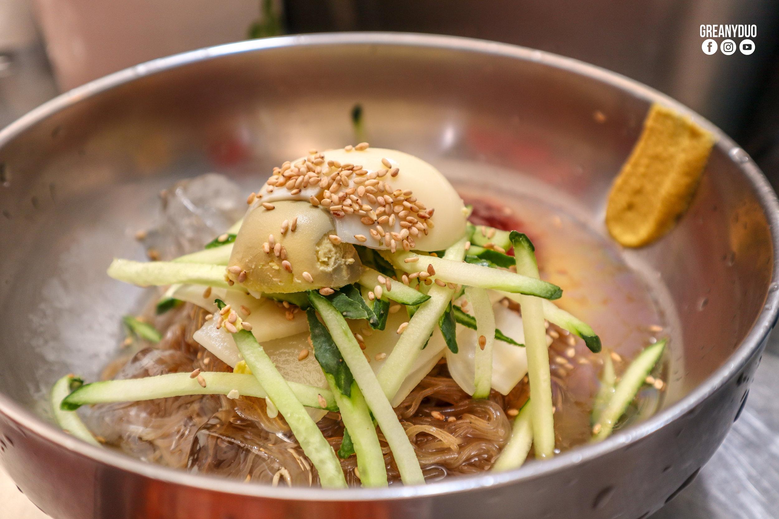 spicy buckwheat noodle,ตลาดกวางจัง (Gwangjang Market)