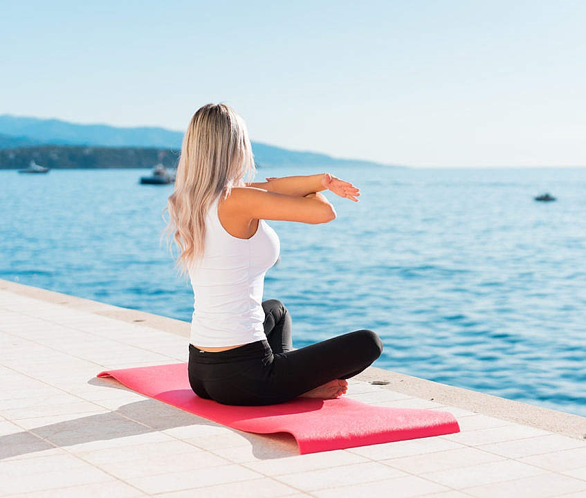 fit-woman-stretching-her-body-before-her-morning-yoga_free_stock_photos_picjumbo_DSC03561-1080x720%5B1%5D.jpg