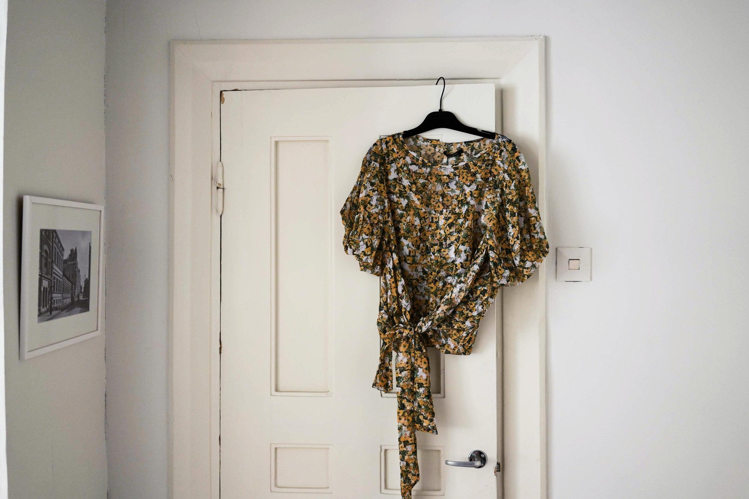 Alesta löytynyt Isabel Marantin silkkipaita on ensimmäinen maaliskuun ostos. Aion pukea sen valkoisten farkkujen kanssa, kunhan sää sallii.