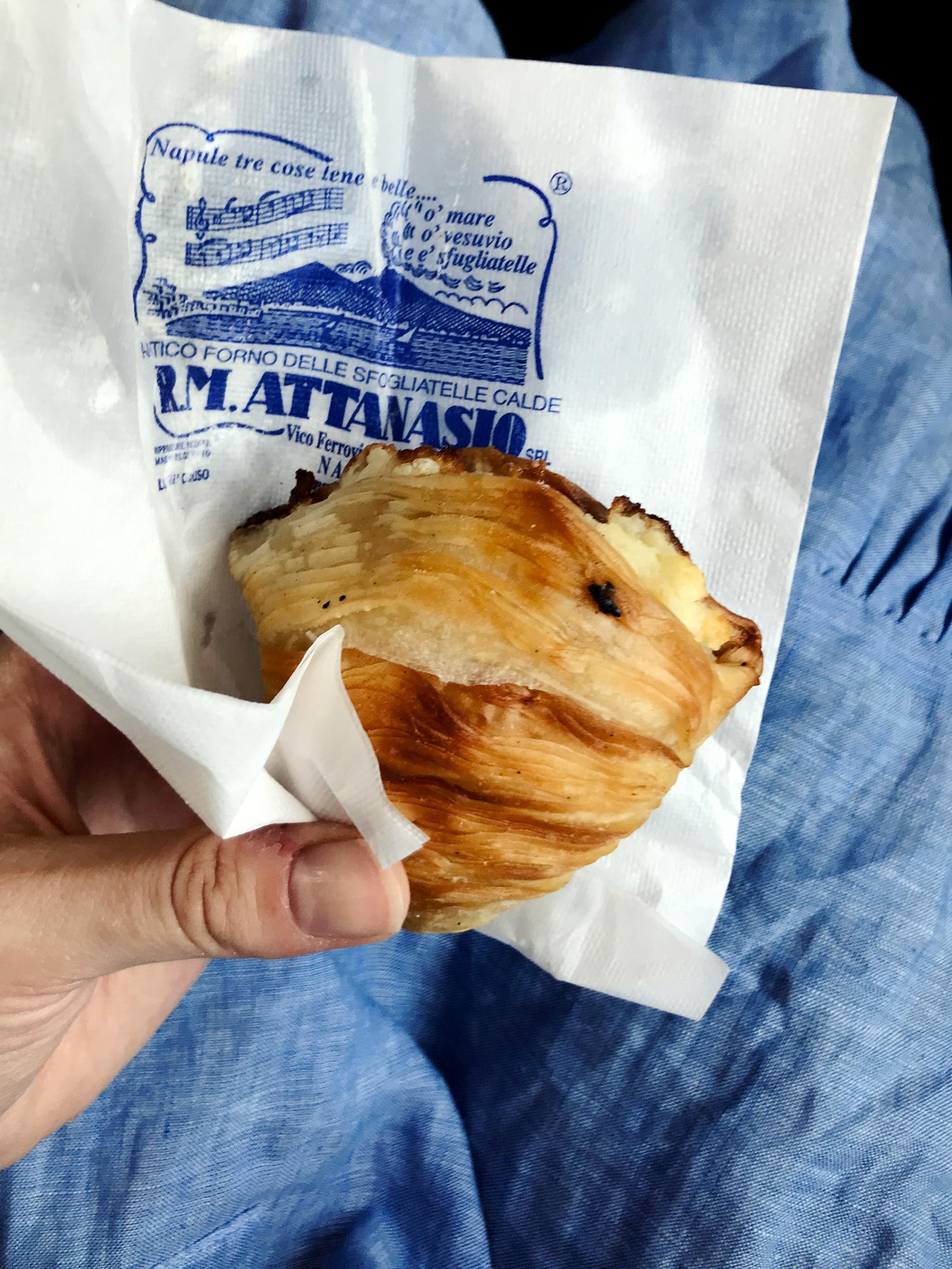 Voitonriemuisena sen kuuluisan leivoksen kanssa. Tuhtia tavaraa.