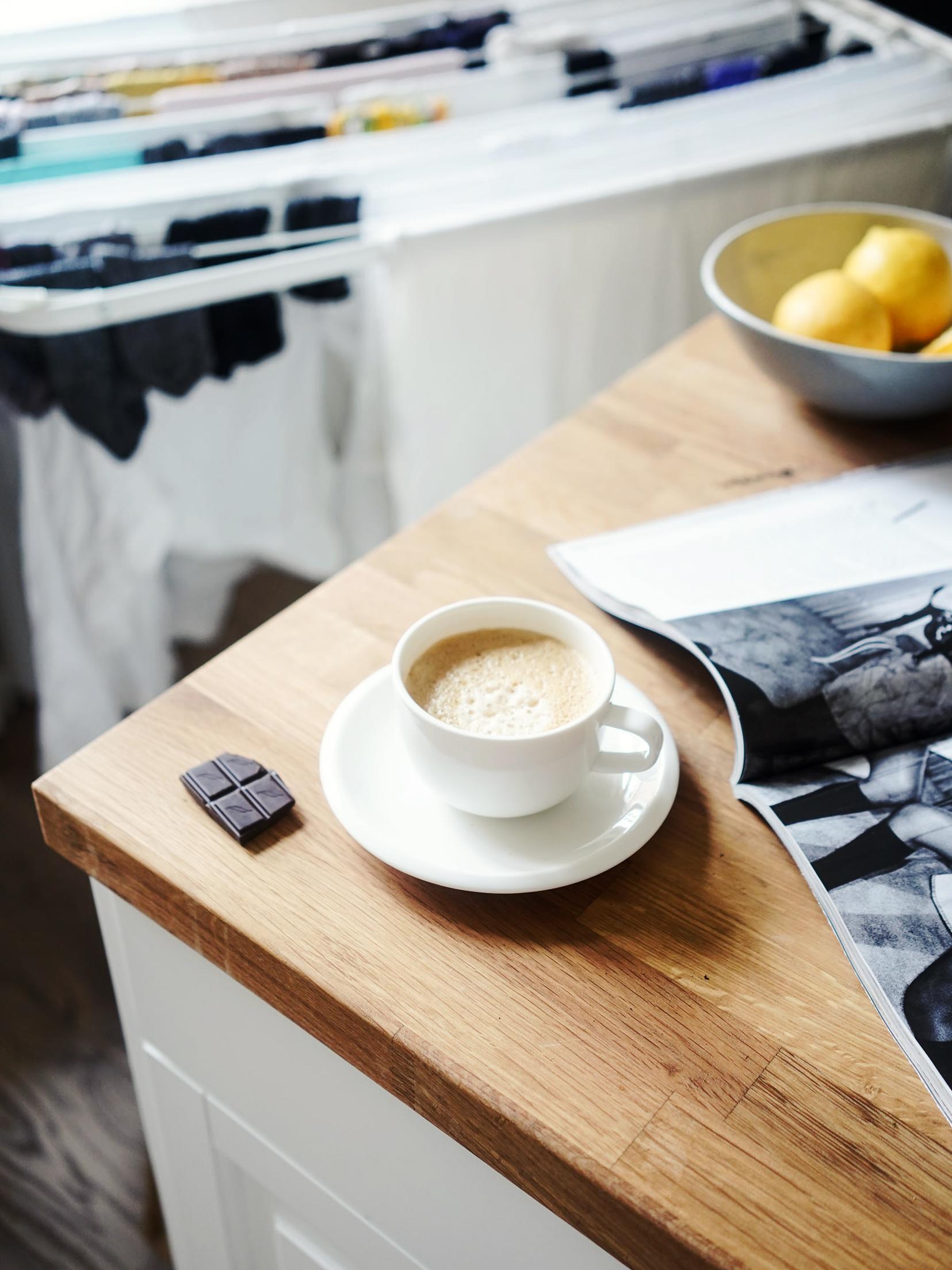 Pyykkipäivän ansaittu kahvitauko.