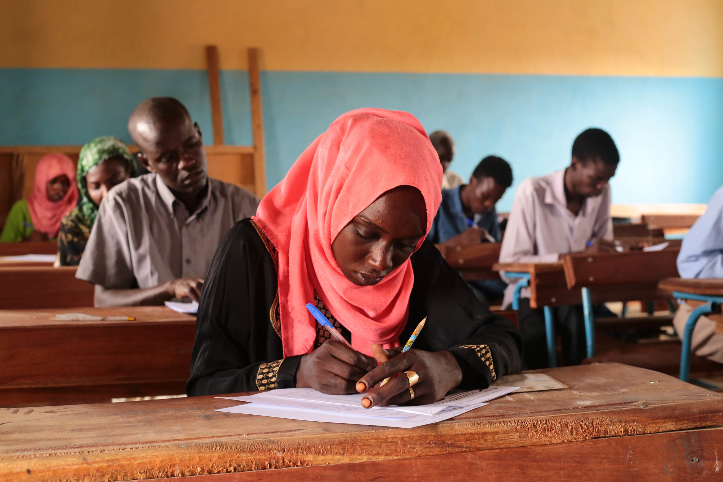 Refugee students from Sudan take language courses in a JRS-sponsored education program in Chad. Chad hosts an increasing number of refugees, particularly in the Lake Chad region, which is already under served by the national education system with 62% of children out of school in 2016.   © Entreculturas/Sergi Camara