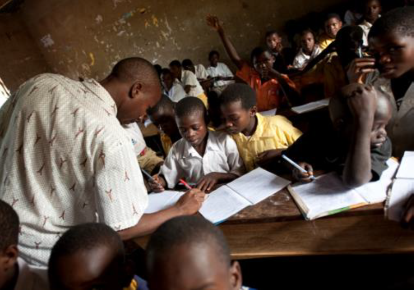 4 million refugee children are out of school; only 61% of refugee children attend primary school, compared with a global average of 92%, and just 23% of refugee children are enrolled in secondary school, compared to 84% globally.   ©  Fondazione AVSI