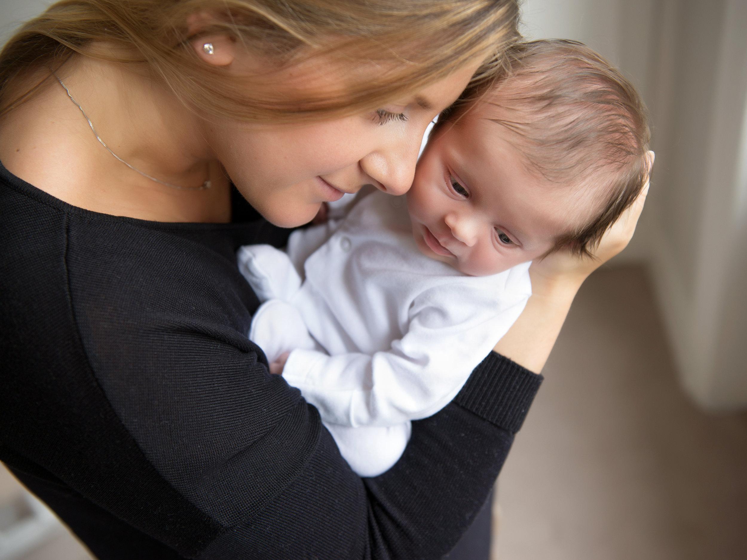 newborn-photoshoot-at-home-London.jpg