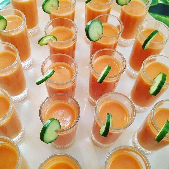 Fresquito, fresquito! Gazpacho andaluz para tus eventos 🍅🥒🌶😋#cateringmadrid #catering #food #foodporn #freshfood #event #eventos