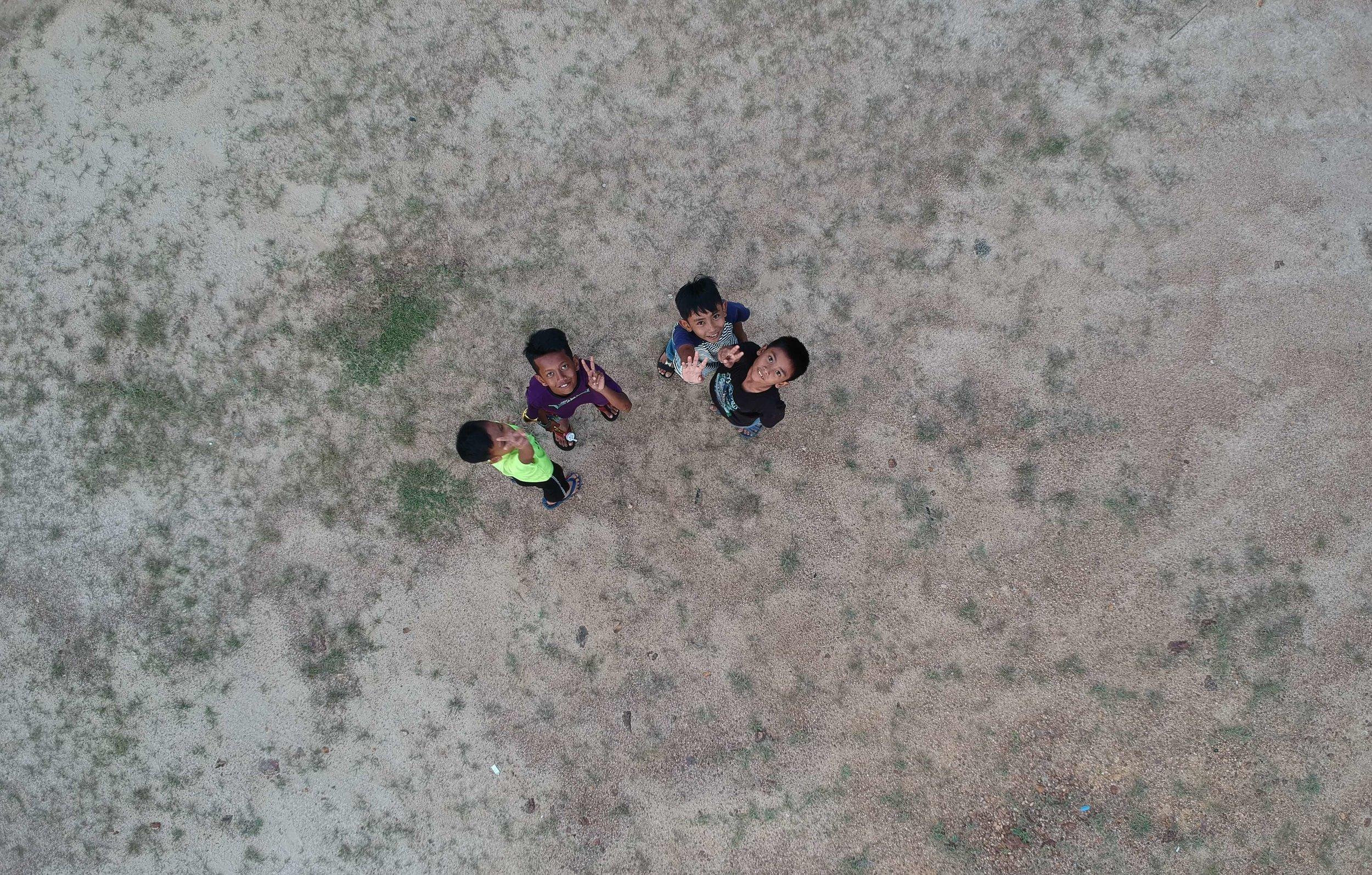 bird-s-eye-view-boys-children-633334.jpg