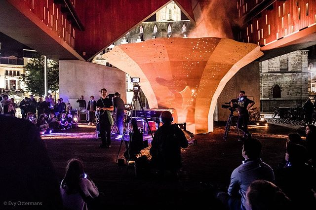 A beautiful experience underneath the city hall with the 123-Silent Concert with @poltrockmusic and @yamahamusiceurope - @sioensioen @quatremainsklaviercentrum @andersvranken #123pianogent #ghent #poltrock #yamahapiano #stadgent #silentconcert