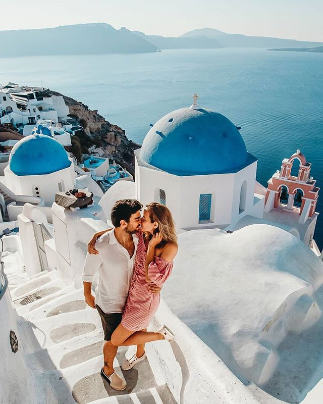 This is what many people picture when you say Greece. Santorini! The white buildings topped with beautiful hues of blue, narrow winding walkways and majestic sunsets. Let's gooooo! • • • #elopement #elope #vacation #honeymoon #dreamtrip #travelinspiration #traveltheworld #seetheworld #wanderlust #europeanadventure #eurotrip #europe #love #greece #greek #santorini #greekislands #cincinnatiweddingplanner #destinationweddingphotography #destinationweddingplanner #destinationwedding
