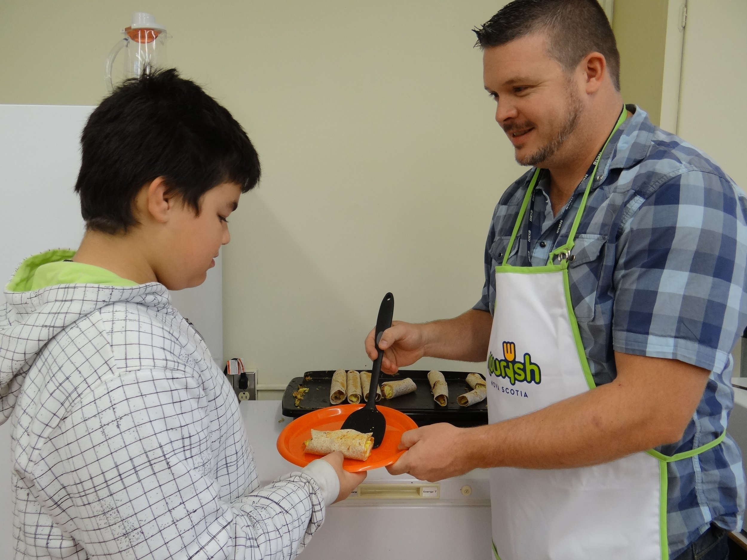 Good Food = Good Thinking - Breakfast Programs help support a student's health and nutritional well being. Well-nourished students are ready to learn, they have more energy, and are less distracted by hunger. 93% of Nova Scotia public schools offer breakfast. We're working towards serving nutritious breakfast made available to all students, every day, in every school across the region. Nourish is committed to helping schools strengthen and grow their breakfast programs.