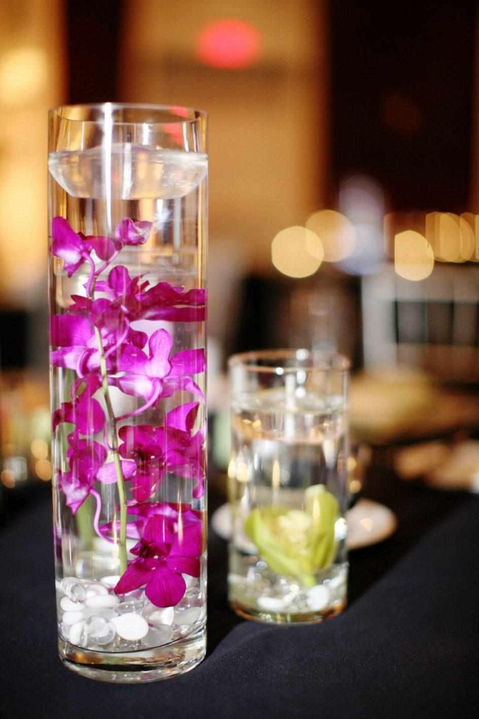 elegant-floating-vases-24-ravishing-wedding-catalog-cylinder-vase-centerpiece-candles-glass-ideas-1024x1536-944x1416.jpg