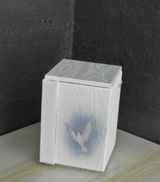 Hautajaispaketti 1 - Uurna - Puukuvio lintu.jpg