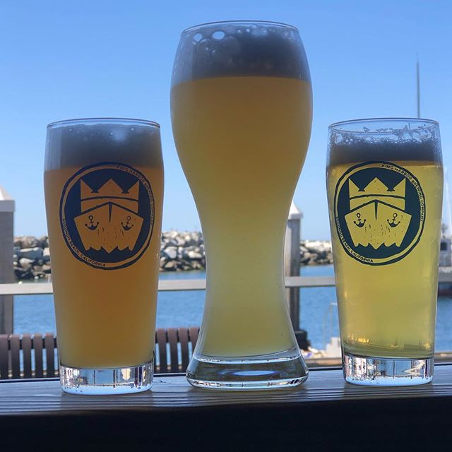 Sunny Saturday's were made for a crisp brew. Featuring the trifecta of refreshment here...from the left Guava Lava Gose, South Bayern Bavarian Hefeweizen and our new Topside Pilsner 💯#kingharborbrewing #daydrinking #redondobeach #kingharborwaterfront #hefeweizen #gose #pilsner