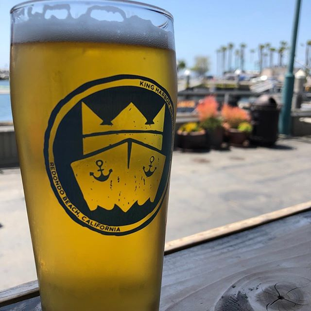 Just another Casual Friday (see what we did there?!? 😂). This day drinking IPA packs a ton of hop flavor and at 5%, you can crush a few on your way to the @beachlifefestival 😜. Keeping that in mind, we are opening early tomorrow if you need some beer for breakfast 🍻 #casualfridayipa #redondobeach #kingharborbrew #kingharborwaterfront #redondobeachpier