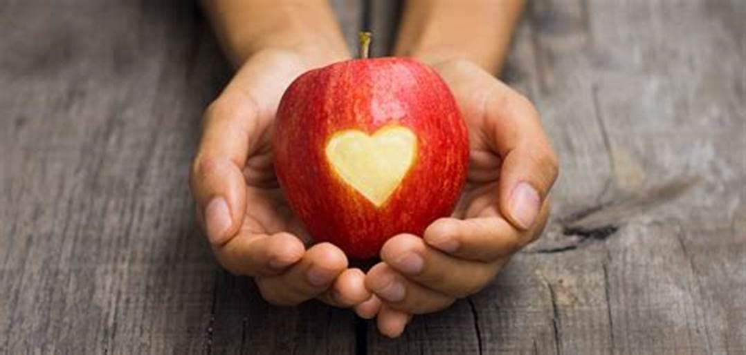 mindful_eating_apple_heart.jpg