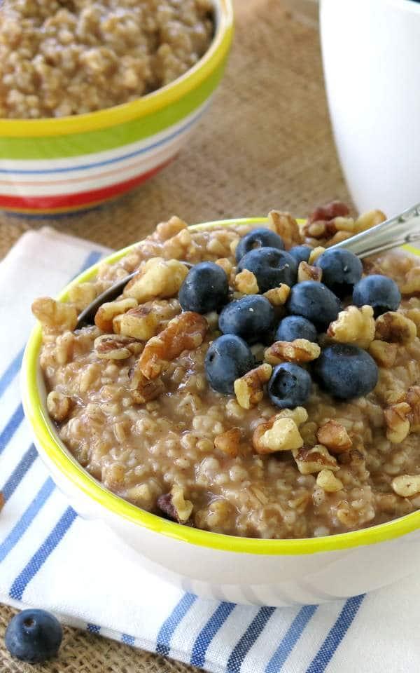 vegan_oatmeal_blueberries_walnut.jpg