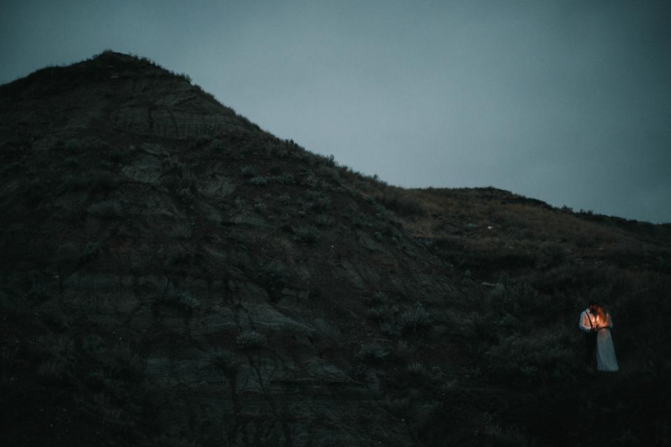 Drumheller Vow Renewal Elopement - Michelle Larmand Photography099