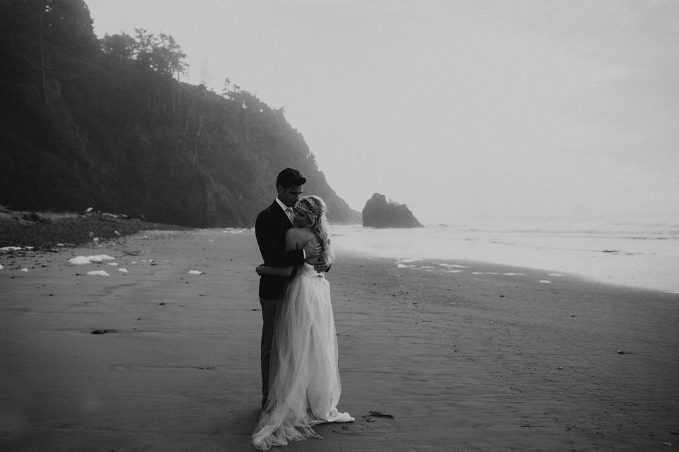Hug Point Oregon Elopement - Michelle Larmand Photography -008