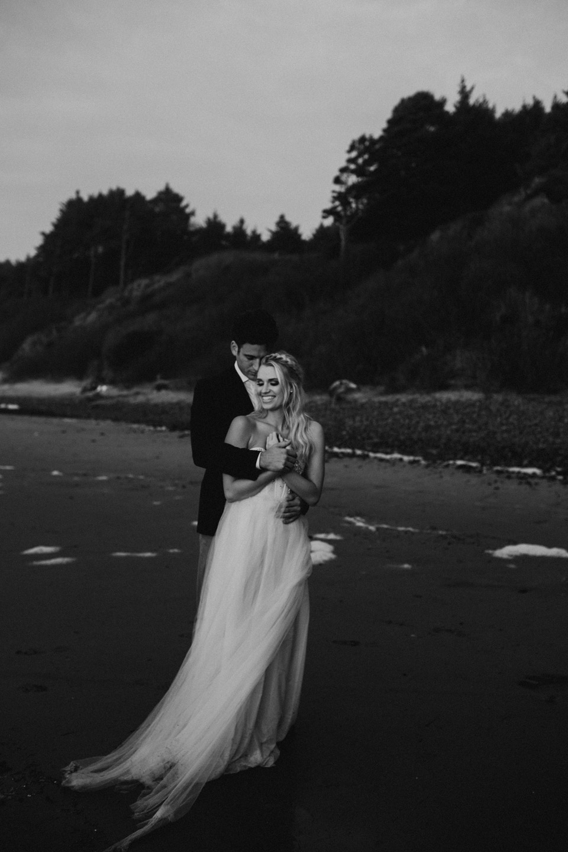 Hug Point Oregon Elopement - Michelle Larmand Photography -053