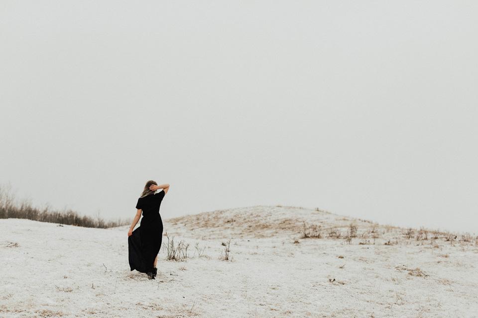 Moody Winter Bridals Edmonton Portrait and Wedding Photographer - Michelle Larmand Photography -024