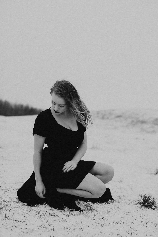 Moody Winter Bridals Edmonton Portrait and Wedding Photographer - Michelle Larmand Photography -028
