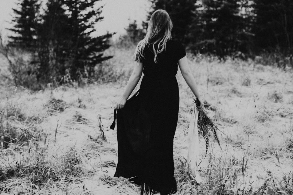 Moody Winter Bridals Edmonton Portrait and Wedding Photographer - Michelle Larmand Photography -037