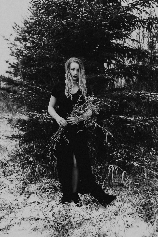 Moody Winter Bridals Edmonton Portrait and Wedding Photographer - Michelle Larmand Photography -052