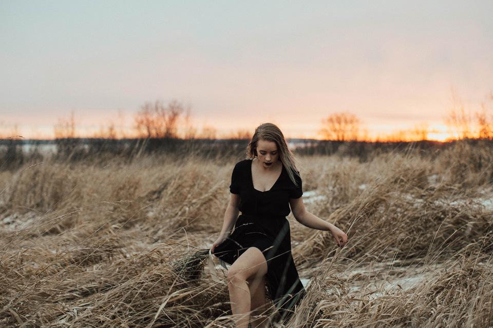 Moody Winter Bridals Edmonton Portrait and Wedding Photographer - Michelle Larmand Photography -071