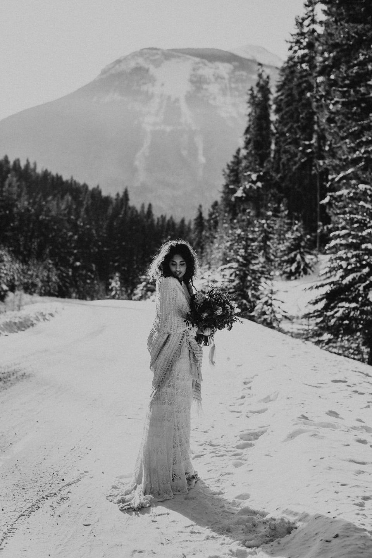 Winter Mountain Bohemain Bridal Inspiration - Michelle Larmand Photography - Banff Wedding Photography -001