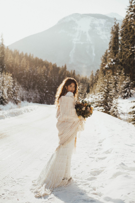Winter Mountain Bohemain Bridal Inspiration - Michelle Larmand Photography - Banff Wedding Photography -002