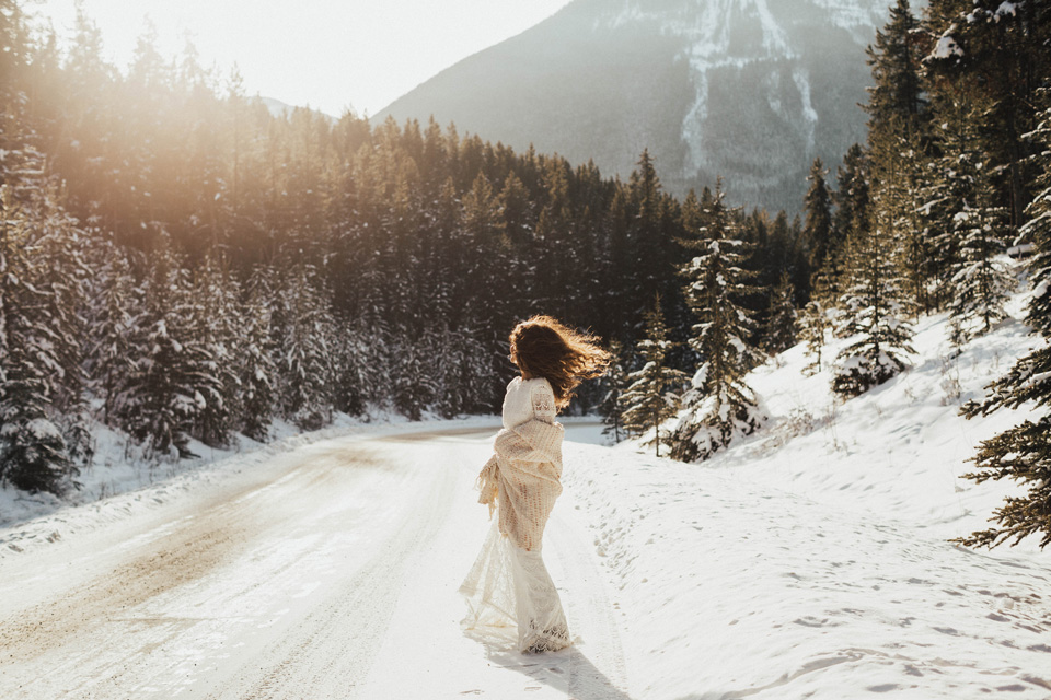 Winter Mountain Bohemain Bridal Inspiration - Michelle Larmand Photography - Banff Wedding Photography -006