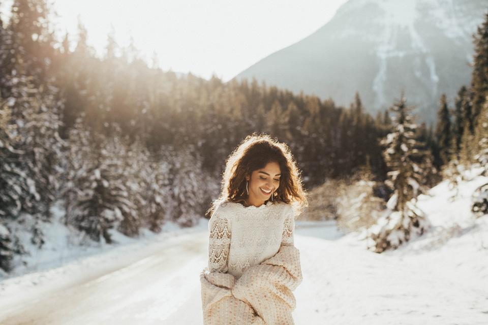 Winter Mountain Bohemain Bridal Inspiration - Michelle Larmand Photography - Banff Wedding Photography -008